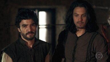 Afonso revela aos integrantes do grupo o plano para despistar Virgílio - Amália reforça que Virgílio não é confiável e Afonso explica o plano verdadeiro
