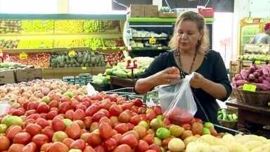 Professora que já emagreceu 40 kg fala das dificuldades do efeito sanfona - Há dez anos Lúcia se inspirou num Globo Repórter para emagrecer. Ela conta que apesar dos obstáculos, nunca desistiu de ter uma rotina saudável.