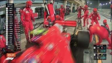 Acidente com mecânico da Ferrari quase estraga comemoração de vitória de Sebastian Vettel - Nas duas provas de Fórmula 1 só tem dado Ferrari no alto do pódio.