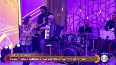 Convidados participam de karaokê com clássicos do forró - Mayana Neiva e Fábio Lago soltam a voz com a ajuda dos Aviões do Forró
