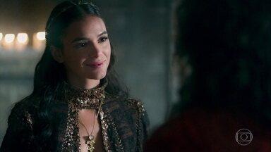 Catarina convence Rodolfo a fazer mais por Virgílio - O rei se dispõe a convidar o nobre comerciante para trabalhar como conselheiro