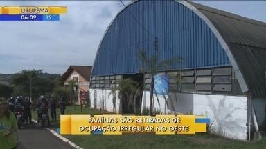 Por irregularidades, famílias são retiradas de condomínio em Chapecó - Por irregularidades, famílias são retiradas de condomínio em Chapecó