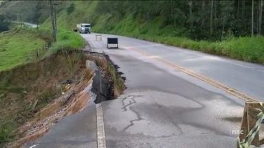 Cratera aberta em rodovia de SC completa 10 meses sem obras de recuperação - Cratera aberta em rodovia de SC completa 10 meses sem obras de recuperação
