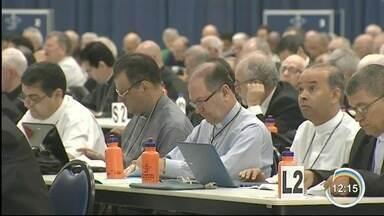 Bispos de todo país estão em reunidos em Aparecida - Eles participam da assembleia da CNBB.