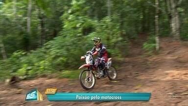 Idoso descobre motocross e relata paixão, no ES - Luiz Croce diz que não quer mais saber de outra coisa.