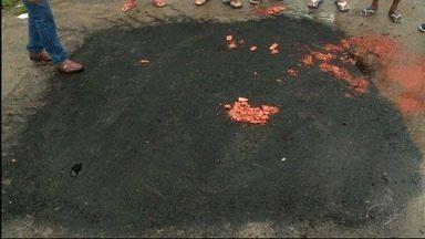 Após reportagem, buraco no Conjunto Dubeaux Leão é tampado - Problema já existia cerca de 14 dias, segundo moradores.