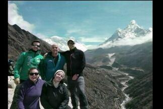 O jovem que vai escalar o Monte Everest manda um recado lá do Nepal - Ele conta como está a preparação para a escalada.