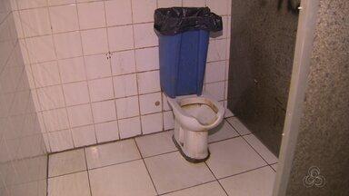 Usuários reclamam da situação de banheiros em terminal de ônibus em Manaus - Usuários reclamam de banheiros em terminal de ônibus em Manaus