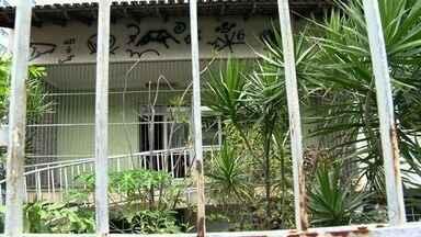 Mesmo depois de notificação da prefeitura, imóveis seguem abandonados em Vila Velha - Imóveis estão causando problemas aos moradores dos arredores.