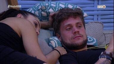 Breno fala de Ana Clara e Gleici - Paula repreende o goiano quando ele diz que Ana Clara não tem relevância no jogo e que Gleici segue os passos da amiga