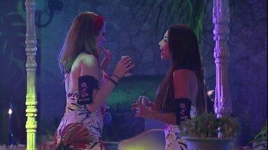 Paula conversa com Ana Clara sobre relação com ex - Sisters conversam durante a Festa Latina