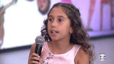 Maria Eduarda tem 9 anos e escreveu livro sobre amizade com menino autista - Menina conta que conheceu João na escola e começou a se interessar pelo autismo para se aproximar do garoto