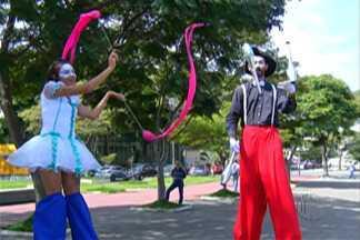 Começa nesta sexta (13) projeto 'O Palco é nosso', em comemoração ao aniversário de Suzano - São 10 companhias de teatro, uma de circo e sete de dança que se apresentarão no Teatro Municipal.