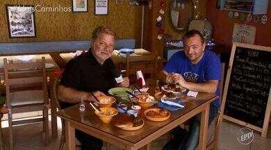 Fernando Kassab traz uma receita de bolinho sérvio - No 'Segredos da Cozinha', Fernando Kassab traz um receita de um bolinho de carne típico da Sérvia, perfeito para servir como petiscos para acompanhar partidas de futebol.