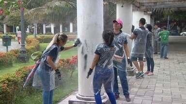 Grupo de estudantes ajudam a revitalizar praça de Manaus - Eles participam de uma maratona sustentável.