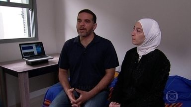 Ataques deixam famílias sírias no Brasil preocupadas com parentes - O casal e os filhos vieram para cá há cinco anos; família ficou em Damasco, cidade que foi um dos alvos. Pernambucana conta que marido viu mísseis.