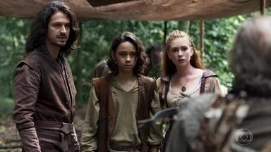 Amália tenta convencer o caçador de que Afonso e Levi não oferecem perigo - Afonso explica que tiveram que interromper a viagem para cuidar de Amália