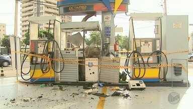 Tentativas de roubar postos de combustível assustaram moradores em Ribeirão Preto - Na Zona Sul, os bandidos detonaram a dinamite bem no meio das bombas de combustível.