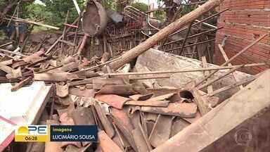 Chuva provoca prejuízos e deixa desabrigados no Sertão de Pernambuco - Uma das cidades mais atingidas é Bodocó e moradores da região montam rede de solidariedade
