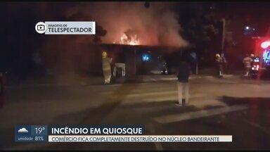 Incêndio destrói quiosque no Núcleo Bandeirante - Chamas consumiram completamente o comércio na Avenida Central. Os bombeiros isolaram a área e evitaram que o fogo atingisse as casas vizinhas. Uma perícia vai apontar a causa do incêndio.