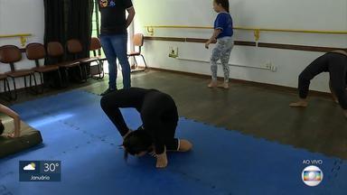 Centro Cultural do bairro São Geraldo oferece oficinas de formação humana e cultural - As aulas são de graça e os alunos aprendem diversas técnicas circenses.