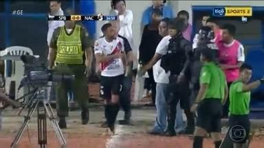 Thiago Santos se envolve em confusão em jogo do campeonato boliviano - Thiago Santos se envolve em confusão em jogo do campeonato boliviano