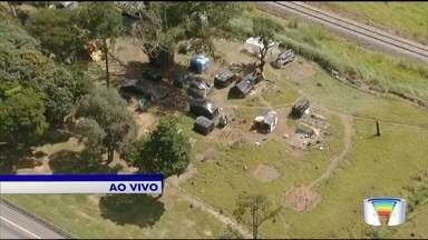 Grupo de famílias sem teto ocupa área entre Taubaté e Caçapava - Invasão começou no dia 28 de março.