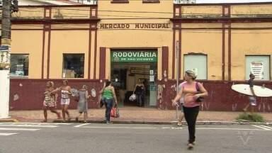 Rodoviária de São Vicente funciona de forma improvisada - Equipamento está no Mercado Municipal, mas prefeitura tem projeto para local definitivo.