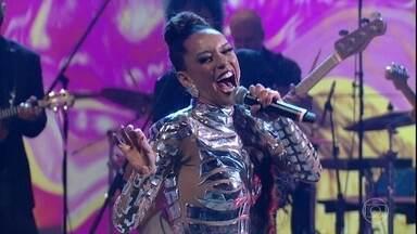 """Michele Brau canta """"Chicletinho"""" - Personagem de 'Mister Brau' abre o 'Conversa' de terça-feira"""