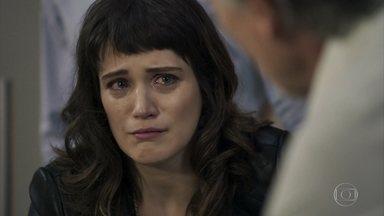 Clara implora para que Aguiar salve a vida de sua mãe - Médico anuncia que o estado de Beth é preocupante