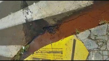 Vazamento de água é consertado na Avenida da Saudade em Ribeirão Preto - Fazia um mês que o problema acontecia e após denúncia no 'Até Quando?', o problema foi resolvido.