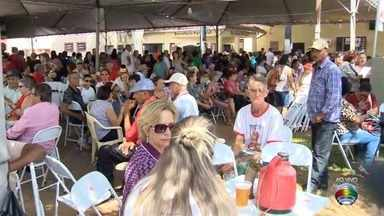 Fiéis se reúnem para tradicionais celebrações em Santo Expedito - Milhares de pessoas visitam a cidade para fazer pedidos e agradecer.