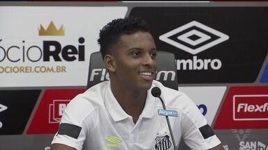 Rodrygo fala de processo para jogar 90 minutos no Santos - Atacante tem sido titular do Peixe e ganha cada vez mais tempo em campo.