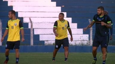 Atacante Walter treina com elenco do CSA - Jogador está em Alagoas para reforçar o time azulino.
