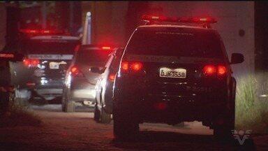 Troca de tiros entre policiais e traficantes assusta moradores de Vicente de Carvalho - Policiais civis do Departamento de Narcóticos vieram de São Paulo e agiram junto com a Polícia Militar.