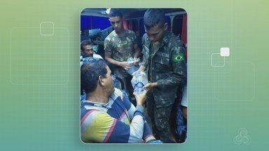 Passageiros de ônibus atolado na Br-364 são resgatados pelo exército em Humaitá, no AM - Os passageiros chegaram em Humaitá na tarde de quarta-feira (18).