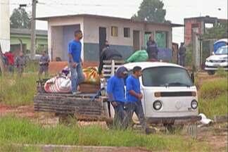Polícia cumpre reintegração de posse no Jardim Margareth - Famílias saíram voluntariamente de apartamentos no residencial Santa Cecília.