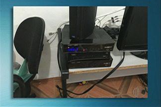 Deic faz operação para apurar fraudes em operadoras de canais de TV por assinatura - Operação Takedown cumpriu 22 mandados de busca e apreensão em São Paulo, Barueri, Jandira, Osasco e Mogi das Cruzes.