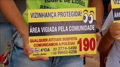 Moradores de Casimiro de Abreu, RJ, se unem e montam esquema de vigilância - Moradores do bairro Recanto dos Paratis conseguiram diminuir a criminalidade no bairro com o esquema.