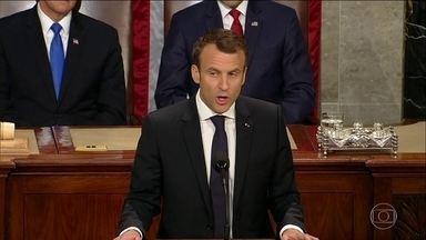 """Emmanuel Macron critica políticas de Donald Trump em discurso no Congresso dos EUA - Presidente da França pediu que os americanos """"façam o planeta grande outra vez"""""""