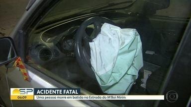 Dois acidentes são registrados durante a madrugada e início da manhã desta sexta (27) - Um carro capotou no Bom Retiro. Na Estrada do M`Boi Mirim, uma pessoa morreu em uma batida.
