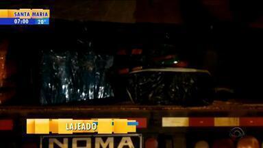 PRF apreende 3 toneladas de maconha na carroceria de uma carreta na BR-386 em Lajeado - Motorista, de 50 anos, foi preso em flagrante, e responderá por tráfico. Segundo a PRF, foi a maior apreensão já feita pela corporação no estado.