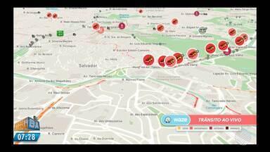 Batida leve deixa o trânsito mais lento na Avenida Paralela - Veja pelo Mapa da Velocidade. Para conferir ao vivo acesse g1.com.br/bahia/mapadavelocidade.