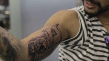 Ítalo Ferreira faz tatuagem em homenagem a título na Austrália - Ítalo Ferreira faz tatuagem em homenagem a título na Austrália