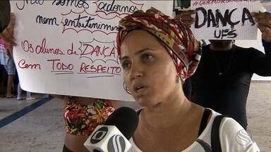 Estudantes da UFS protestam por melhores condições para aulas - Alunos do curso de dança da Universidade Federal de Sergipe pedem um espaço fixo e adequado para as aulas.