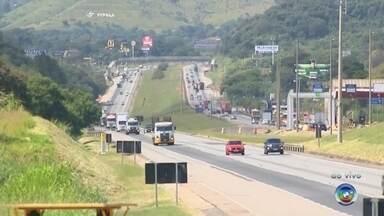 Engavetamento em rodovia provoca congestionamento em Jundiaí - Três veículos se envolveram em um engavetamento no km 65 da rodovia Dom Gabriel Paulino Couto Bueno, em Jundiaí (SP), na manhã desta sexta-feira (27). Confira como está o tráfego no sistema Anhanguera-Bandeirantes.