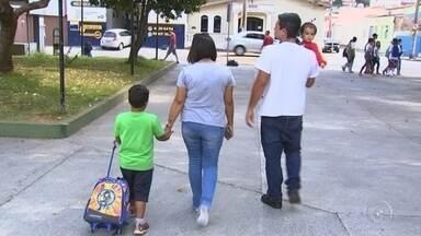 Alunos da rede municipal de Jundiaí não receberam uniforme escolar de 2018 - Os alunos da rede municipal de ensino de Jundiaí (SP) ainda não receberam o uniforme escolar de 2018.