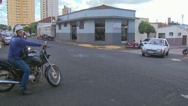 Moradores reclamam de perigo em cruzamento nos Campos Elíseos em Ribeirão - Trecho na Rua João Ramalho já foi local de vários acidentes.