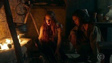 Amália planeja fuga com Levi - A plebeia orienta o filho a fugir da cabana depois que ela acertar Virgílio com um toco de madeira