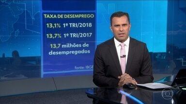 Número de brasileiros com carteira assinada cai para o menor nível dos últimos seis anos - São 13,7 milhões de desempregados.